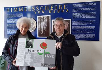 Tafelübergabe an BM Scheschinski und Mitarbeiter Norbert Schulz.jpg